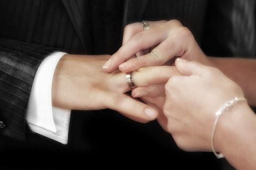 菊池梨沙がリーダー城島茂からもらった結婚指輪のブランドや値段は?