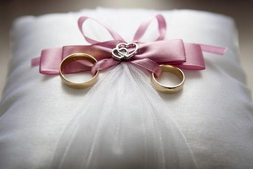 リーダー城島茂が結婚!奥さんにあげた結婚指輪のブランドや値段は?