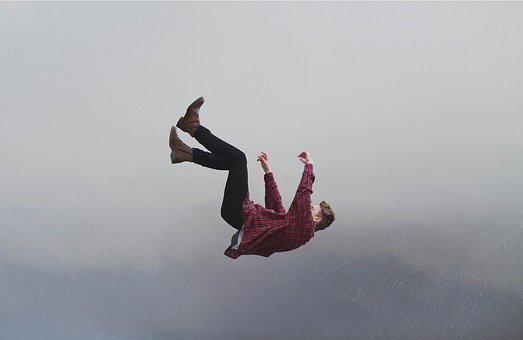 【動画】レディーガガが舞台から落下!転落の衝撃映像!ケガの状況は?